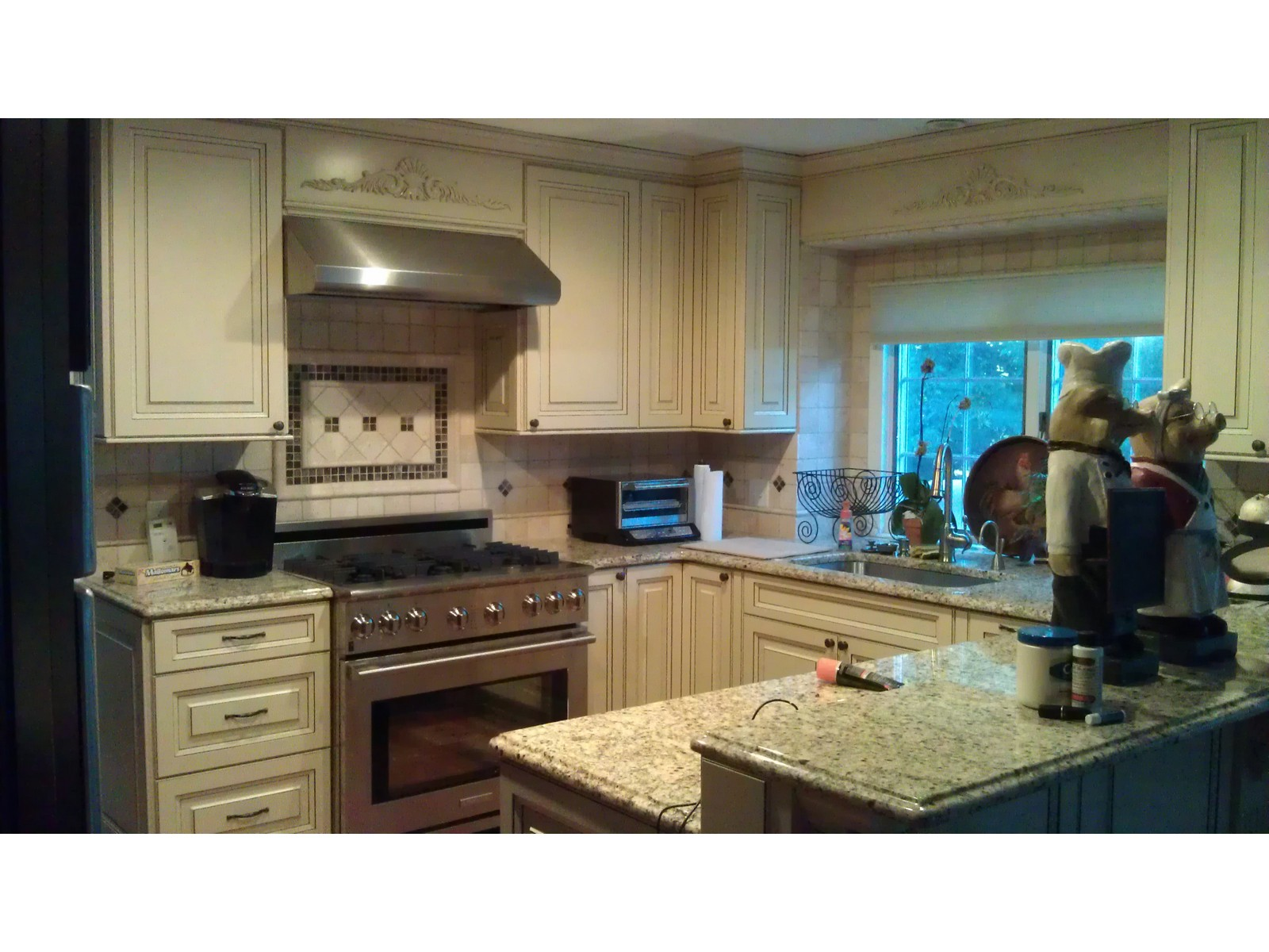 Kitchen cabinets kitchen cabinets by crown molding nj for Modern kitchen cabinets nj